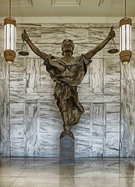 Der Versteigerungstermin kann noch gestoppt werden, wenn dem Gericht Fehler unterlaufen.